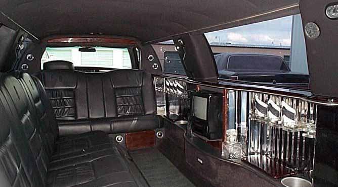 Petaluma 10 Passenger Limousine
