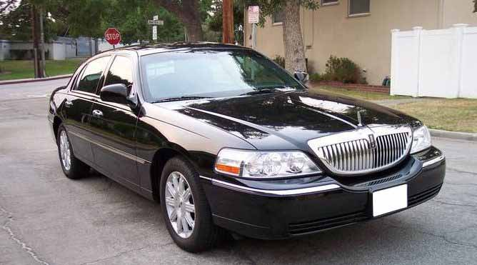 Petaluma Lincoln Town Car Sedan